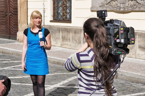 TV_reporter_on_location